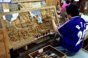 Thai carvers recreate intricate battle scenes in wood.